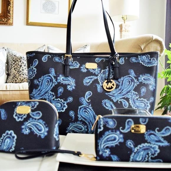 e8b16c49a310a4 Michael Kors Bags | Tote Wristlet Wallet Makeup Bag | Poshmark